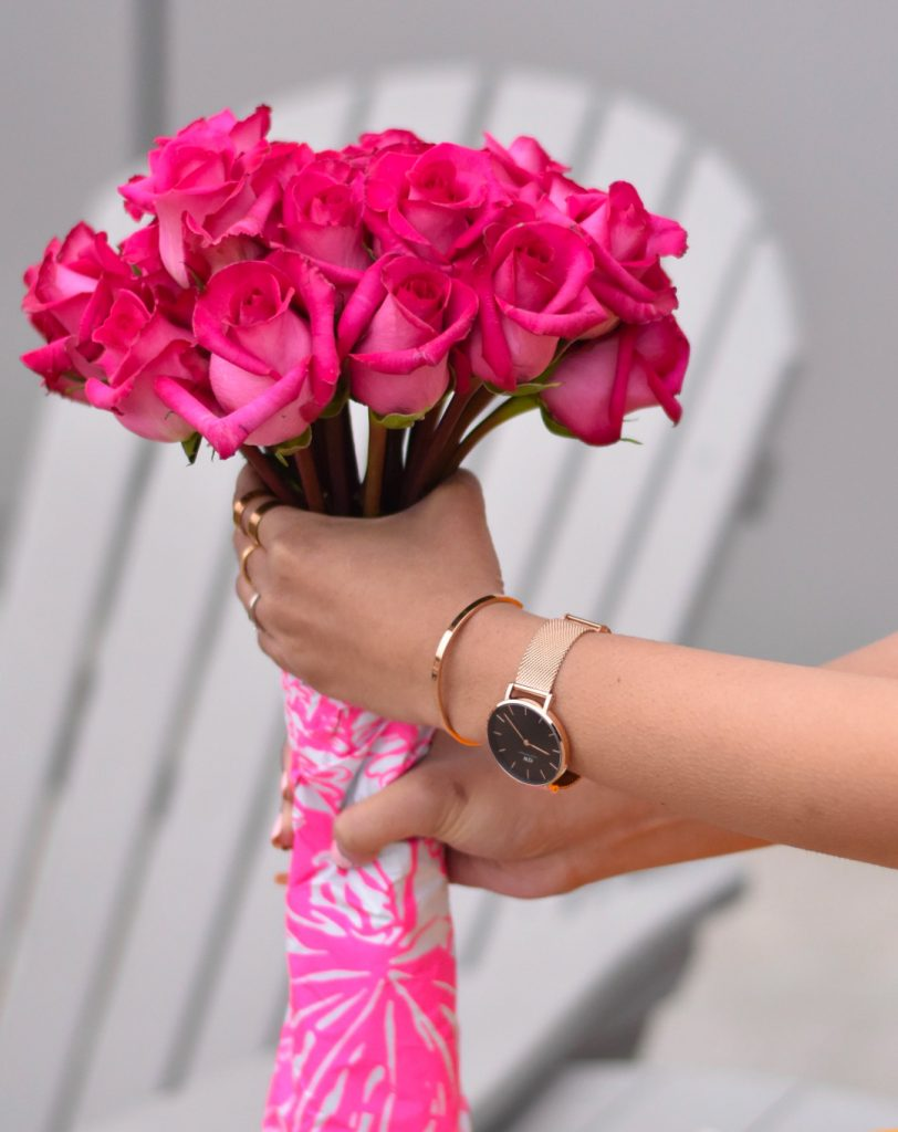 Pink rose bouquet in hand